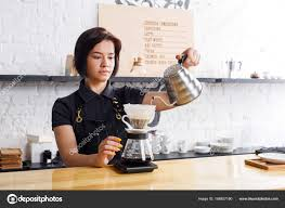 Image woman pouring coffee